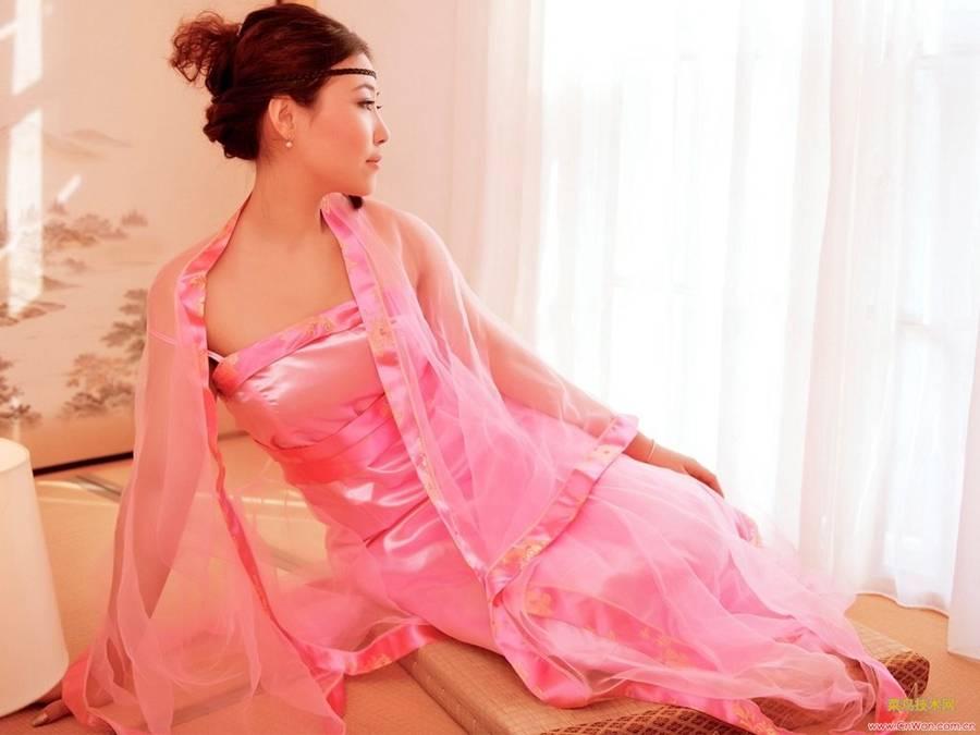 粉红古装美女靓丽美图(5张)