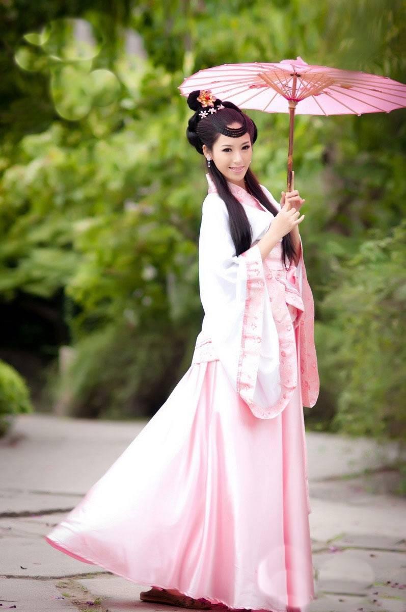 春天里的清纯古装少女如花(9张)