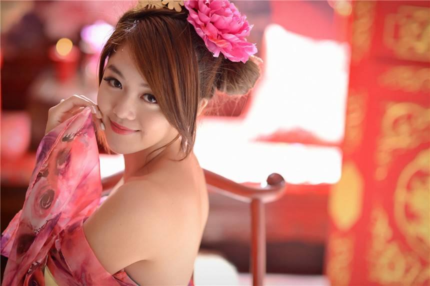 丰满古装美女千又白嫩的香肩图(10张)